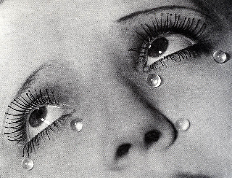 Historia De Una Lágrima Hyperbole