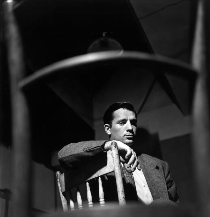 Fotografía de Jack Kerouac, tomada por Elliot Erwitt.