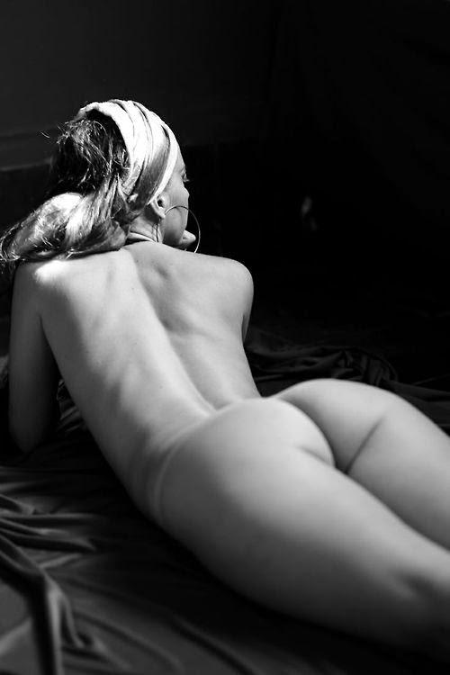 Culo y espalda.BENYA ACAME.