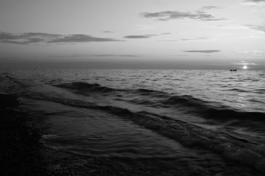 black_and_white_sea_by_dodephine-d4bvpv2