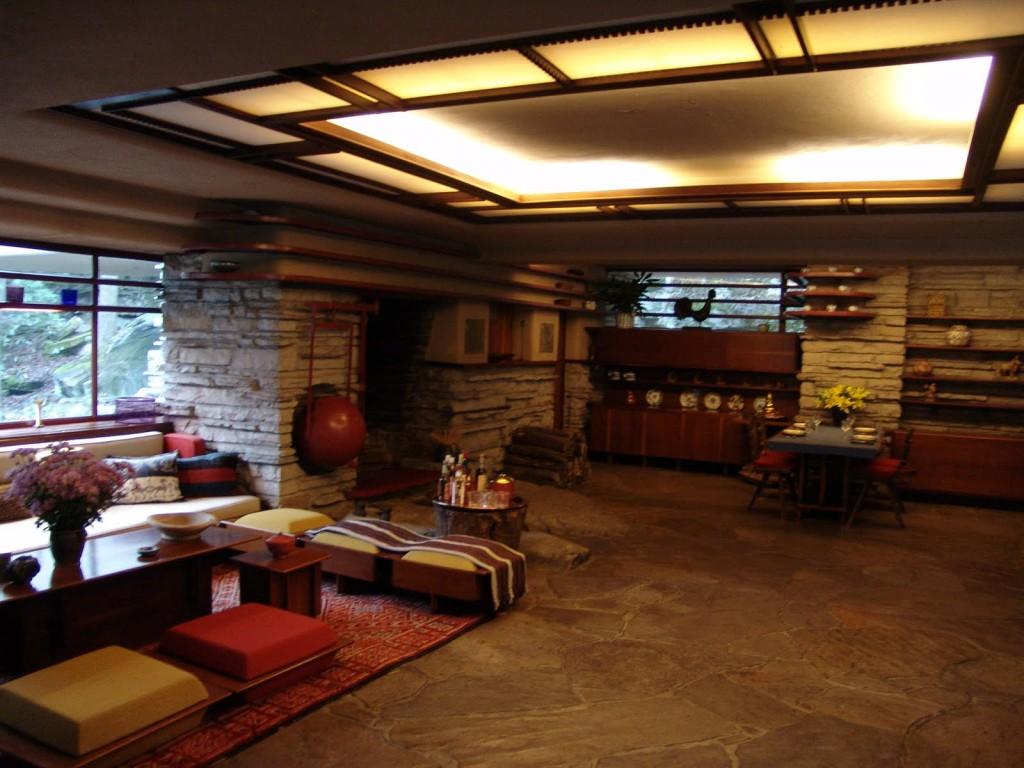 Frank_Lloyd_Wright_-_Fallingwater_interior_5