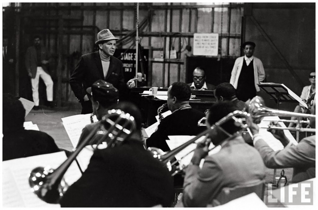 photo-john-dominis-frank-sinatra-come-dance-with-me-with-count-basie-sunglas