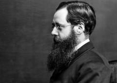 Wilkie Collins, bígamo, opiómano y novelista